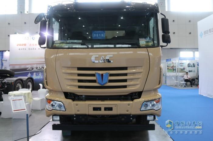联合卡车8×4纯电动自卸车