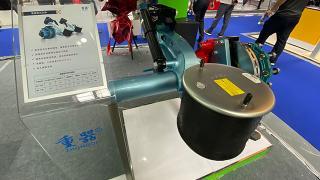片大才安全 围观重器全球首创超级盘刹美式空悬
