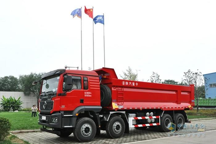 搭载第五代U型箱产品的公路运输自卸车