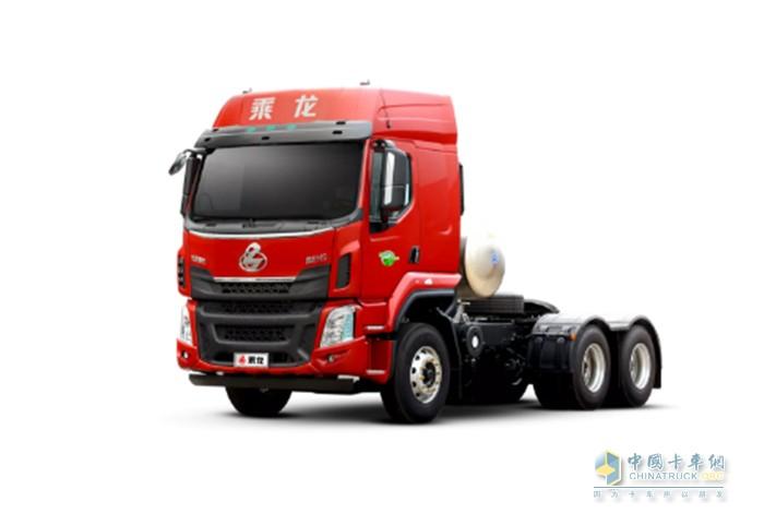 搭载新YCK11N 的乘龙H5天然气牵引车