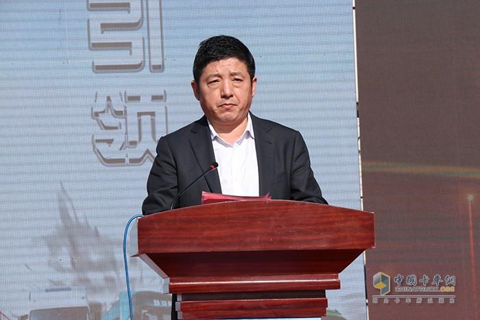 陕汽集团商用车党委副书记、总经理王建斌先生主持活动