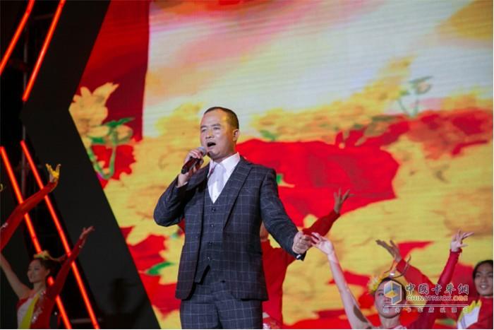 好声音选手:李建伟 演唱歌曲《红旗飘飘》