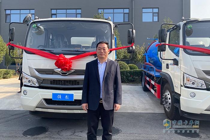 天津扫地王生产副总经理潘世肃接受媒体采访