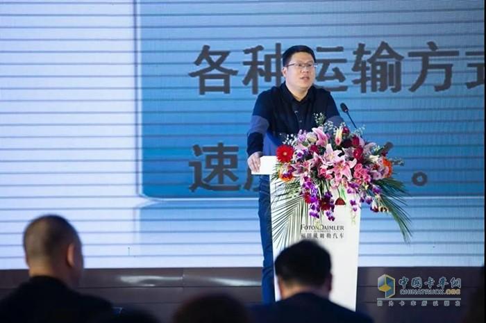 交通运输安全与应急救援研究部部长张国胜作《中国危险品货物运输行业发展形势分析》报告