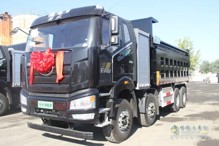 解放纯电动J6P 8×4自卸车底盘具有高品质、高可靠、高安全等优点