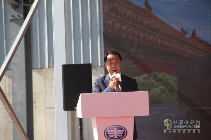 中国第一汽车集团特种装备部副部长兼解放销司副总经理霍明先生致辞