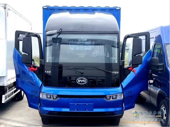 比亚迪全新T5融合了中国传统元素与欧洲车辆安全标准