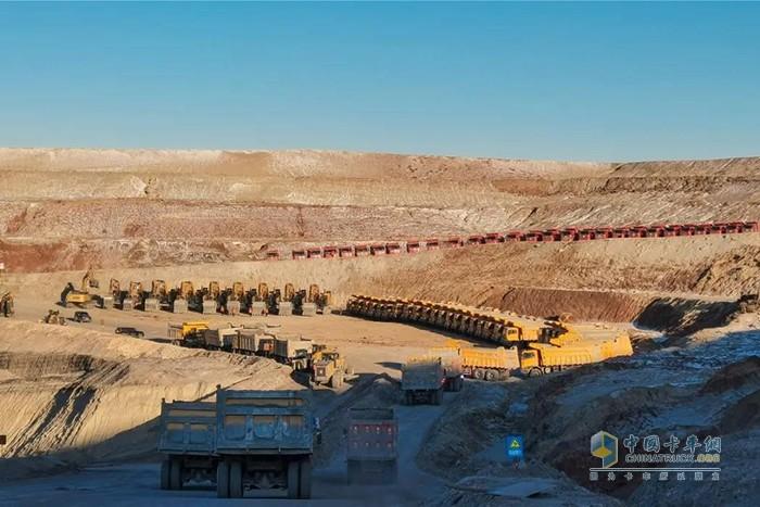 徐工重卡首批35台搭配新发动机的XG90非公路宽体自卸车