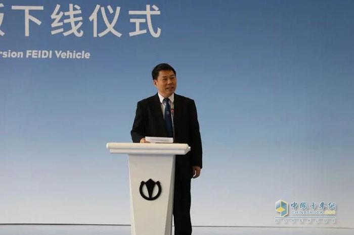 飞碟汽车事业部副总经理栾斌先生主持下线仪式