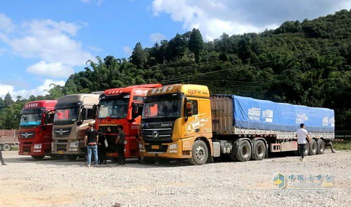 锣响挂车穿越中国线活动来到了云南昆磨高速