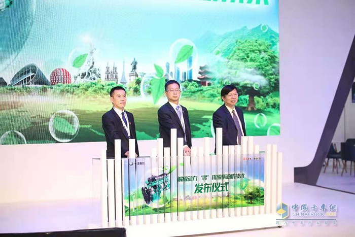 黄成海、郭庆义、帅石金三位领导嘉宾共同启动超低排放柴油机上市