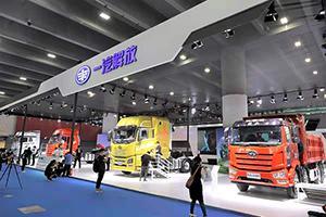 J6L领航版2.0载货+超低排放柴油机 新品双发 一汽解放亮相第五届广州商用车展