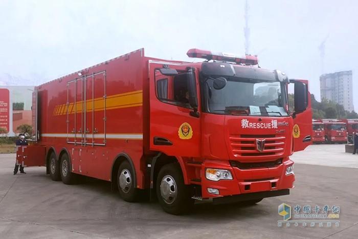 16台联合卡车消防车整装待发