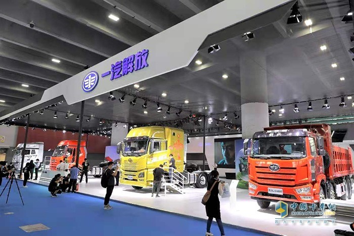 第五届广州商用车展解放展台