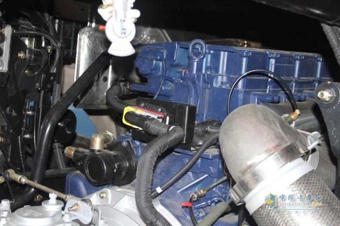 德龙X5000牵引车搭载潍柴13G发动机