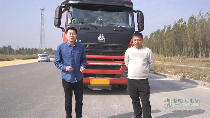 豪沃TH7用户吴桂青(右)