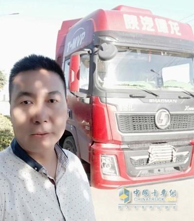 张师傅与德龙X5000合影