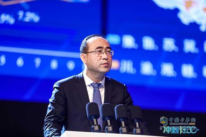 福田汽车常务副总经理常瑞作题为《创新引领 成就客户 跃升发展》的营销主题报告