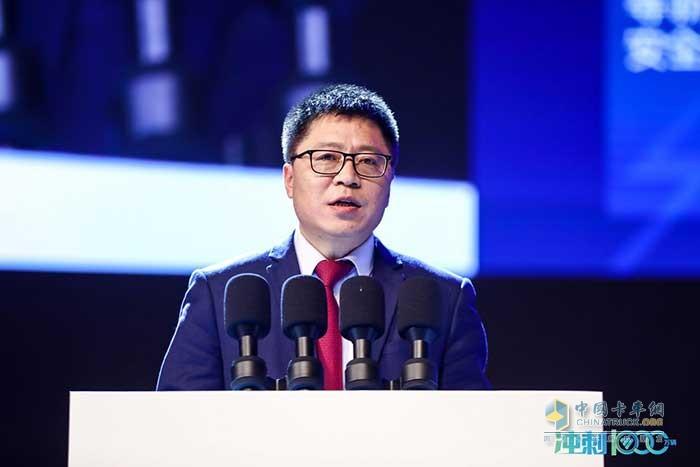 福田汽车副总经理武锡斌作题为《协同创新 共赢市场》的科技创新报告