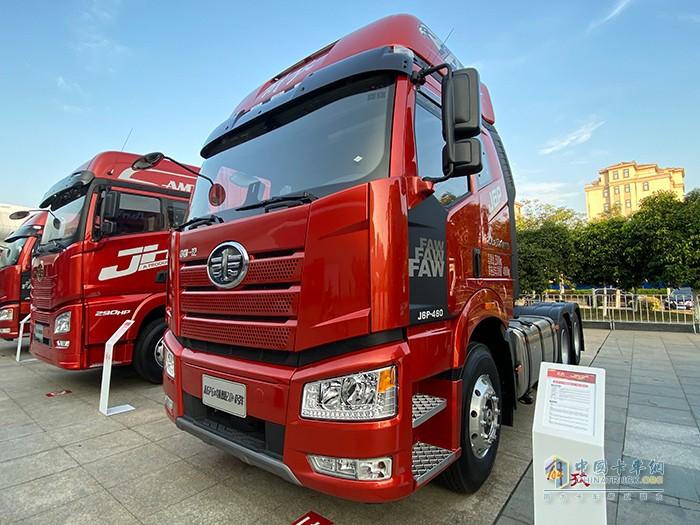 新J6P 6×4 智惠版2.0+AMT牵引车