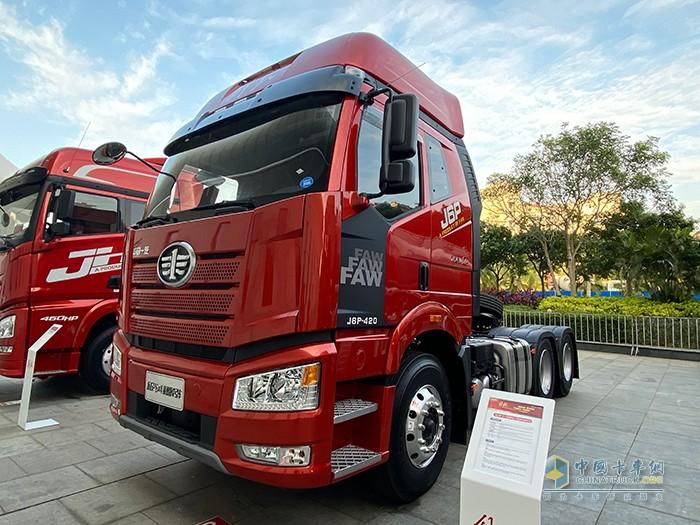 新J6P 6×4 智惠版2.0危化品运输车