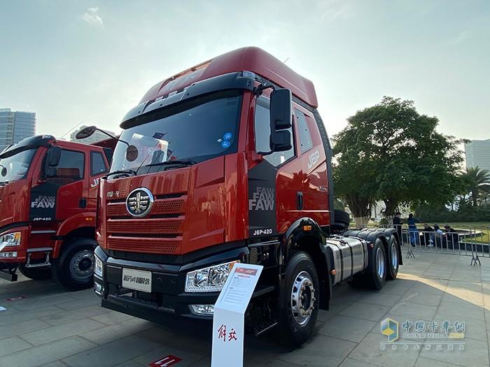 新J6P 6×4 价值版牵引车