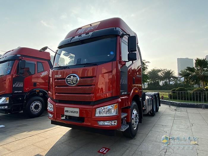 新J6P 6×4 智惠版2.0+砂石款牵引车