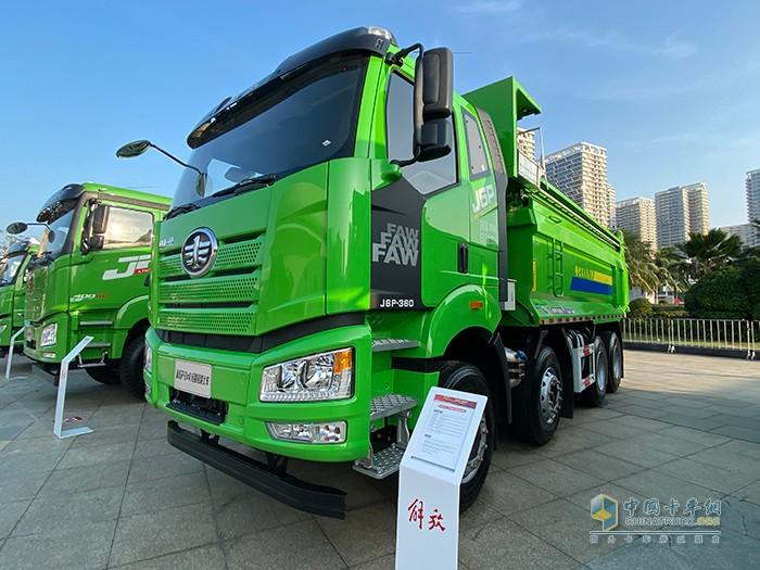 新J6P 8×4轻量化 短轴距 自卸车