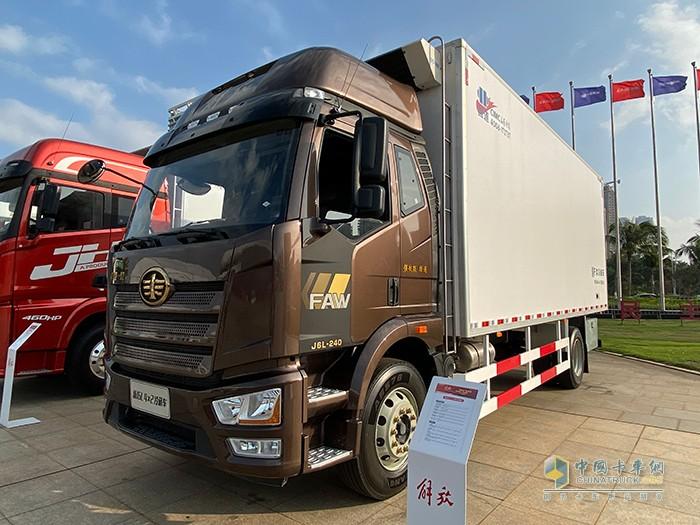 新J6L 4×2 国六 冷藏车