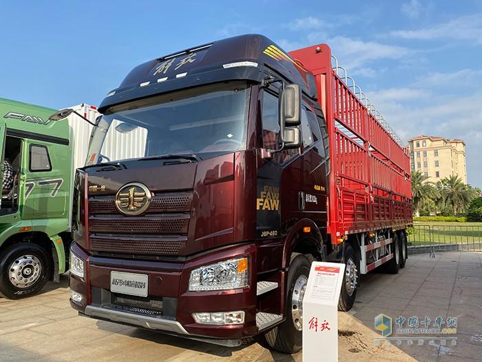 2021款新J6P内饰升级8×4载货车