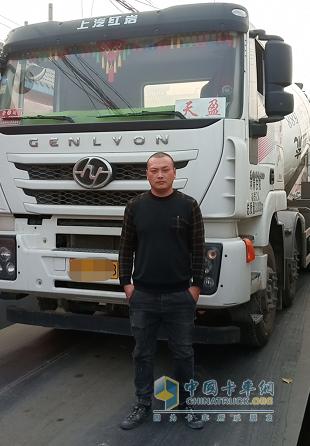 范海峰与他的瑞江搅拌车