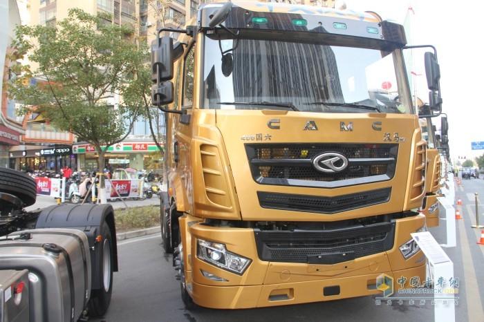 汉马H7 400马力自动挡牵引车