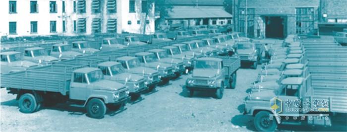 中国第一辆中型柴油载货汽车