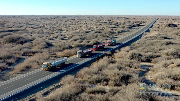 车队进行液袋运输,挑战多地形无人区