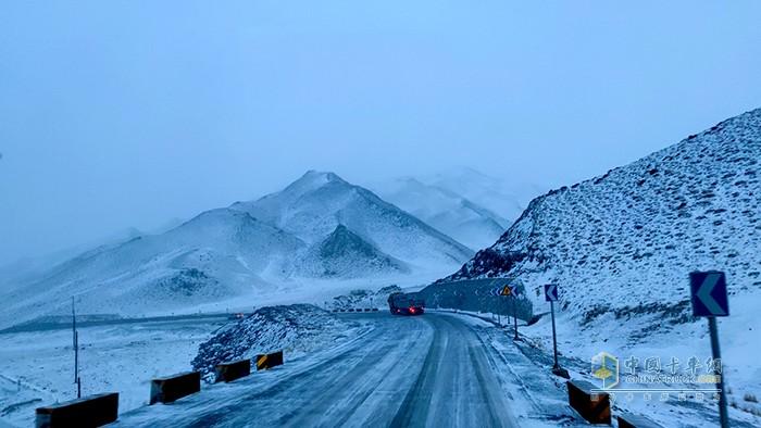 当金山42公里长下坡冰雪路