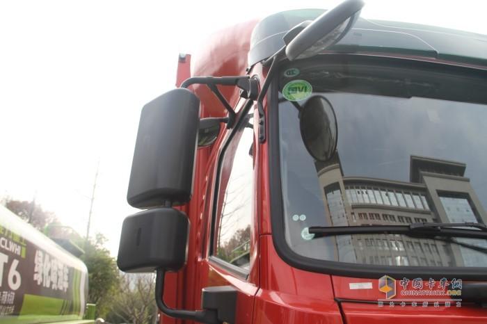 后视镜支持电动调节及电加热功能