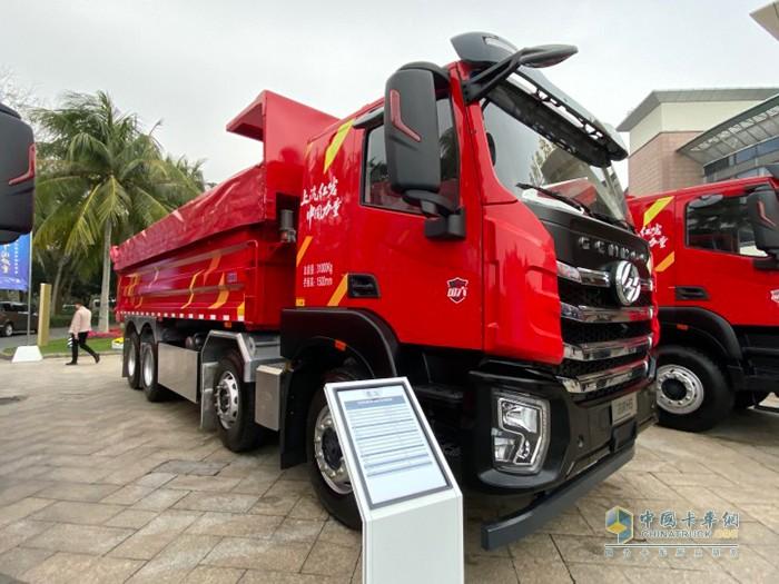 红岩杰虎H6 LNG 8X4自卸车