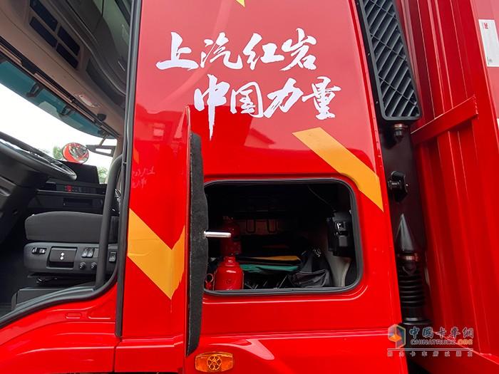红岩杰豹H6载货车