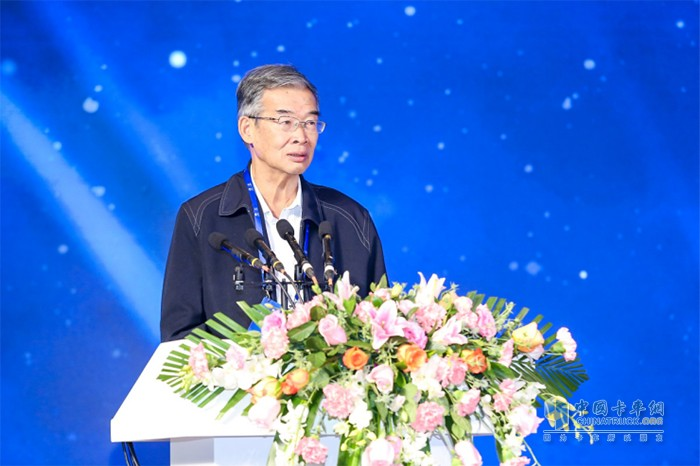 中国物流与采购联合会专家委员会主任、中国物流学会常务副会长 戴定一