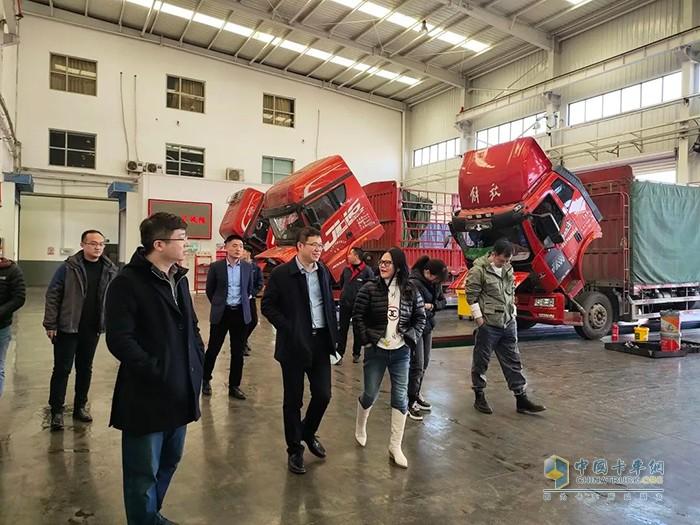 纪胜师副总经理、李白部长深入参观企业