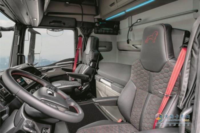 独一无二:TGX-Individual-Lion-S驾驶室内