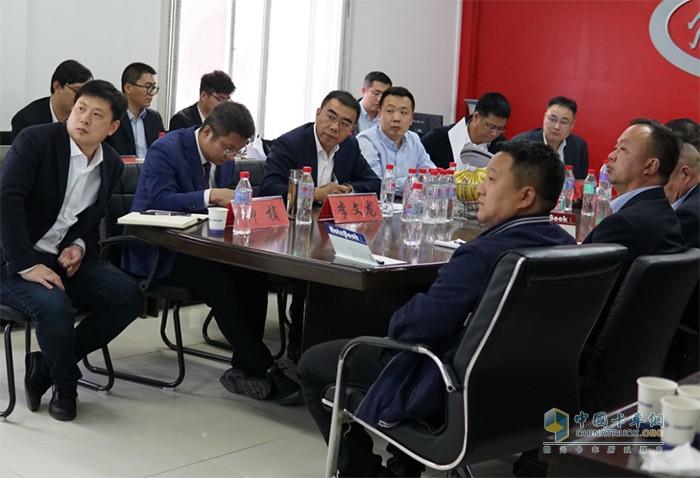 张松副总经理一行走访南阳,听取经销商汇报