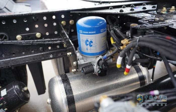 关键阀类件及空气干燥器均标配国际大品牌