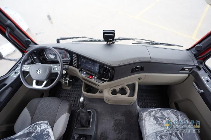 德龙M3000S 6×4牵引车内饰舒适性