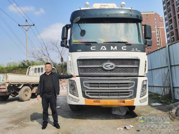 重庆永攀物流有限公司总经理张建对华菱汉马车的节油性同样赞不绝口