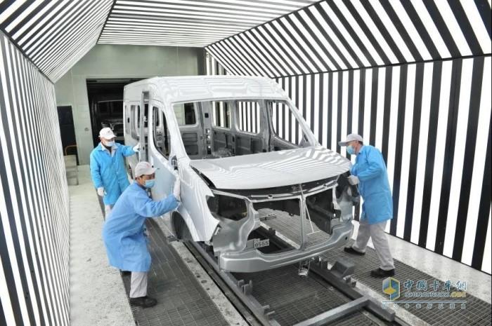 东风汽车股份采用先进的水性漆车身工艺,使生产过程更环保