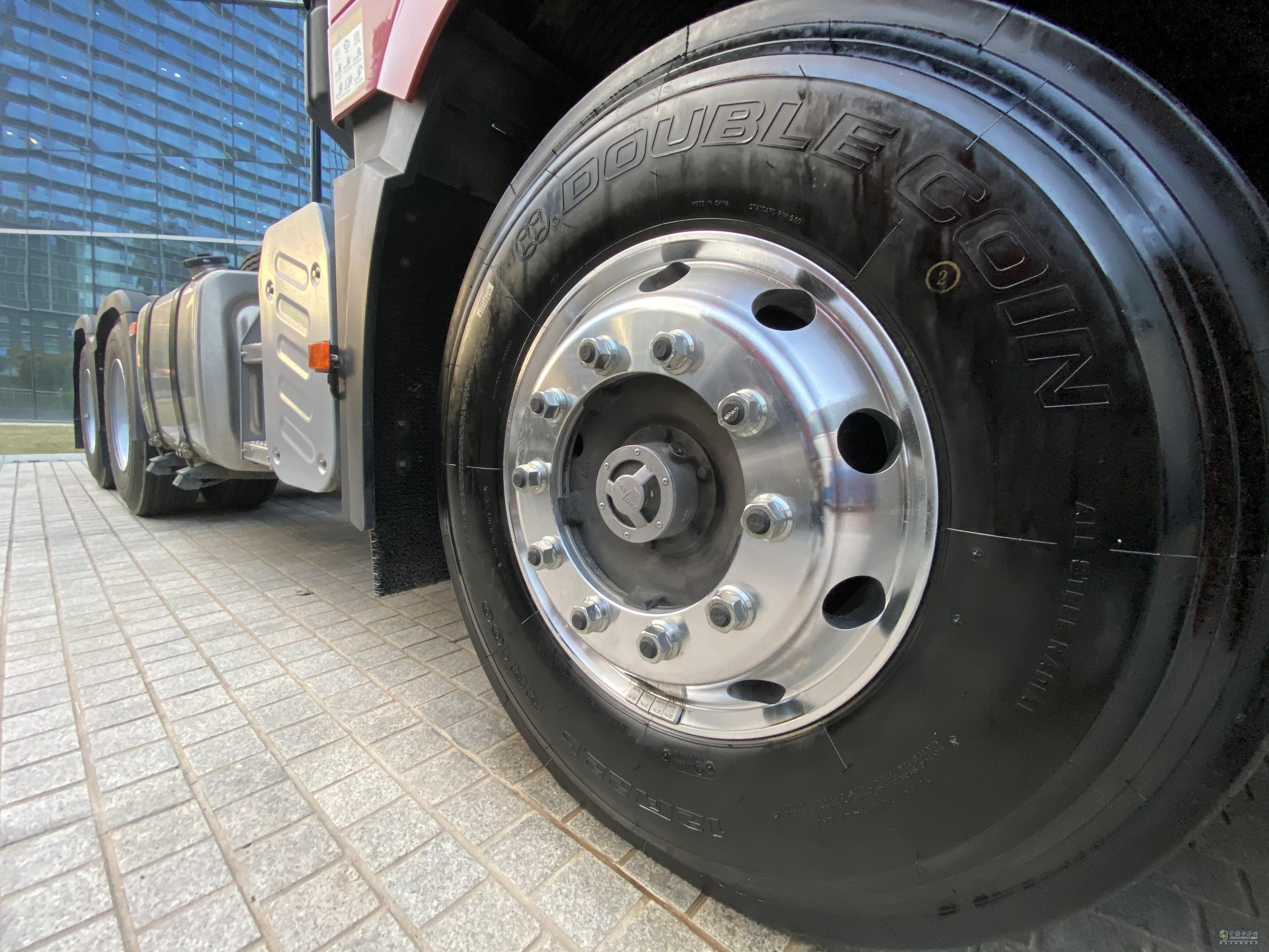 标配康迈免维护轮端,铝合金轮圈