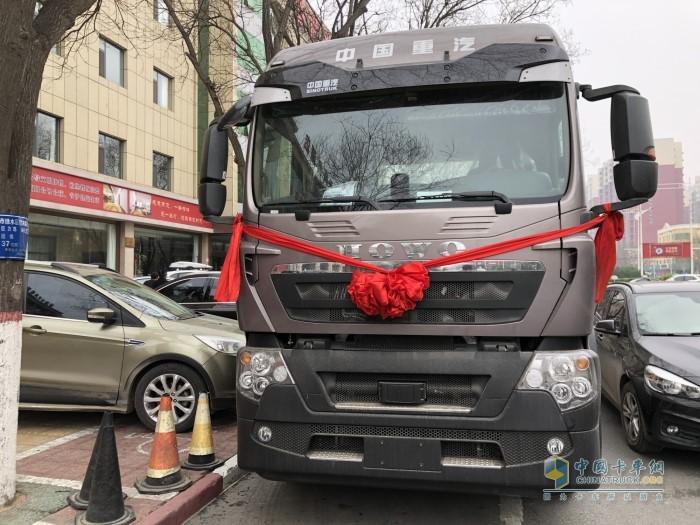 中国重汽豪沃TX 430马力牵引车