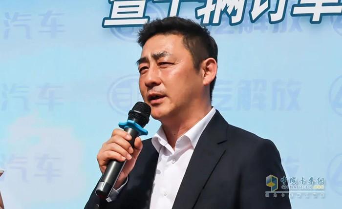 张岩副总经理接受采访