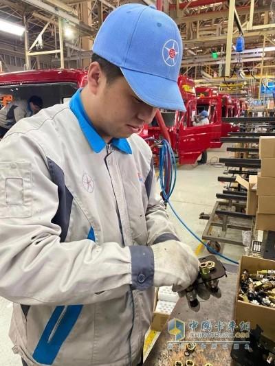 """200余名""""志愿军""""火速奔赴到总装、涂装、冲焊生产线岗位与一线员工并肩作战"""